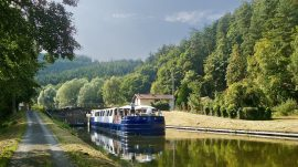 itinerary_lg_France_Burgundy_Riverboat_Exterior_-_DSC05244_Lg_RGB