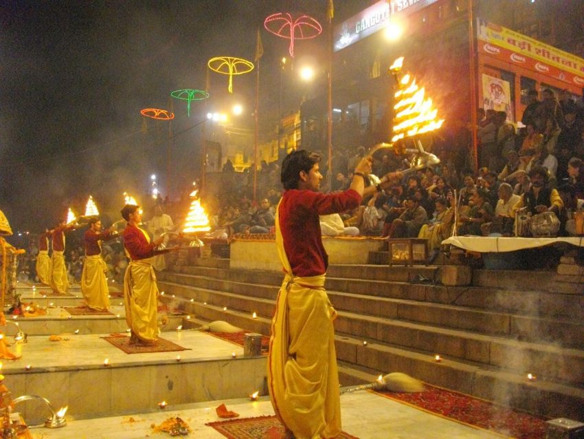 Ganga Aarti Sunday City Guide: What to Do in Rishikesh, India