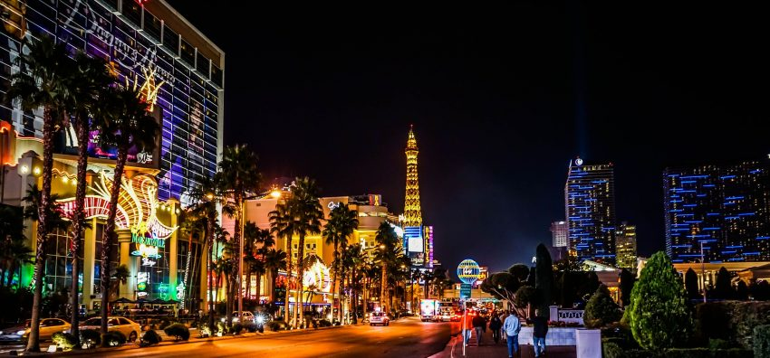 las vegas 573600 1920 5 Of The Best US Destinations To Travel To On A Budget