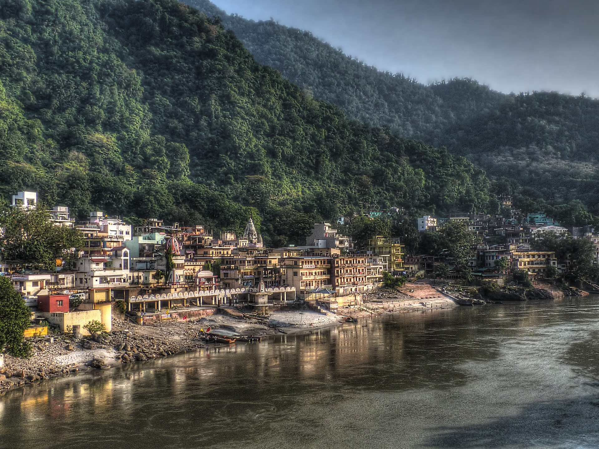 Mountain Sunday City Guide: What to Do in Rishikesh, India