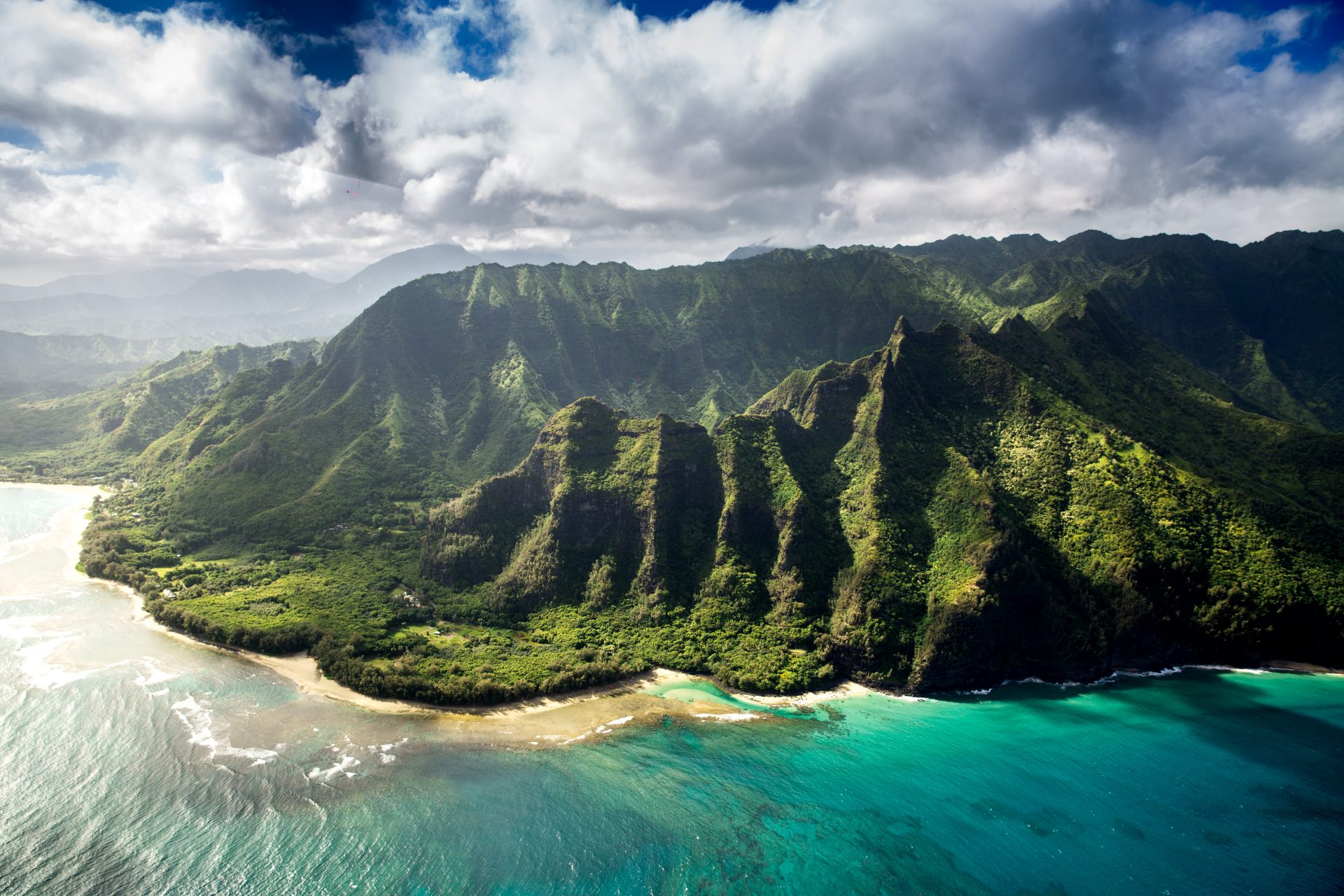 How to enjoy the sandy beaches of Hawaii without spending a single penny on accommodation