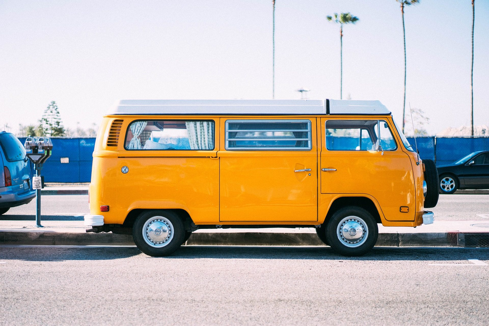 yellow 2571335 1920 5 Things You Should Do Before Taking A Road Trip
