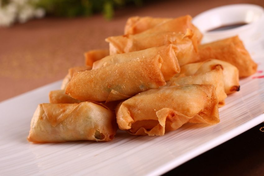 Fried Lumpia Delicious foods you should not miss in the Philippines