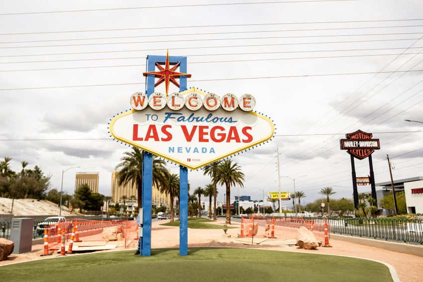 Las Vegas Sign Las Vegas Itinerary - 4 Days in Sin City!