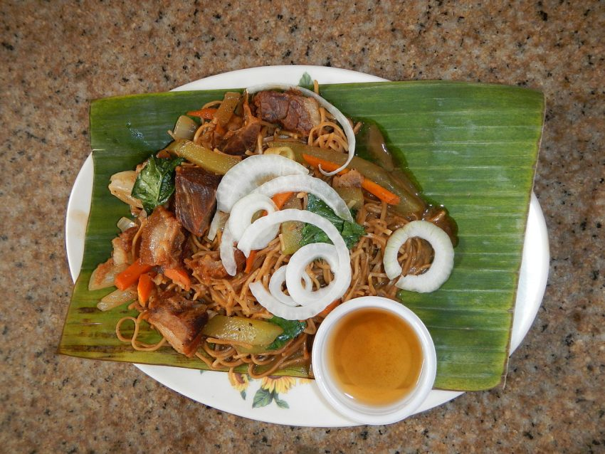 Pancit Habhab Delicious foods you should not miss in the Philippines