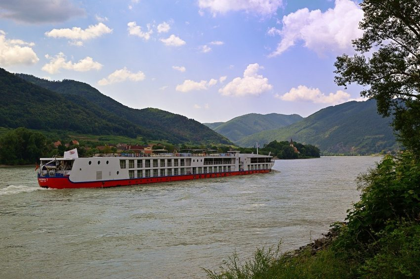 vacations 4539997 1280 How to enjoy a river cruise on a budget