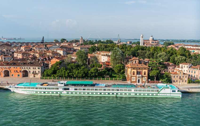 venice 1506296 1920 How to enjoy a river cruise on a budget