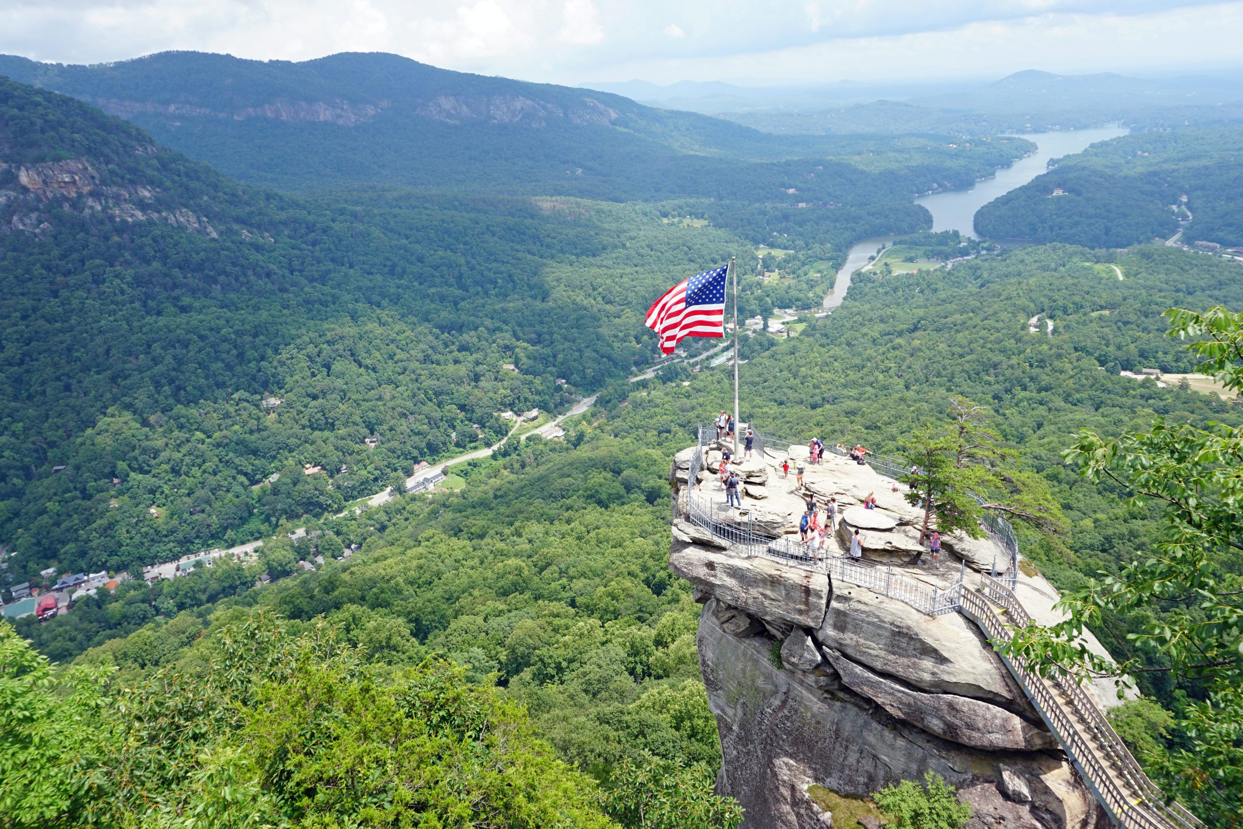 Lake Lure & Chimney Rock: Cabins & Lake Houses