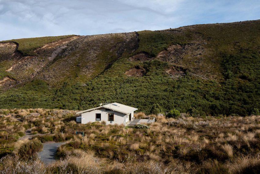 003 Jonny Baker Great Walk Hut A Complete Guide to New Zealand's Great Walks
